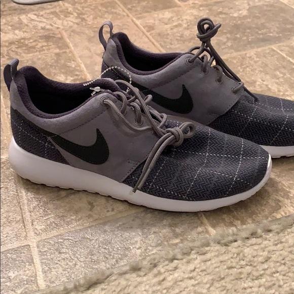 Nike Shoes - Nike rosche